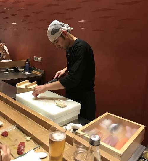 Sato i Tanaka sushi-man